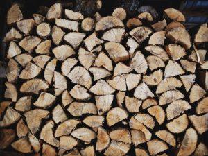 Birkebrænde giver den helt rigtige hyggelige brændeovnseffekt
