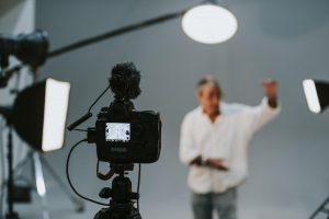 Tag professionelle billeder i et fotostudie