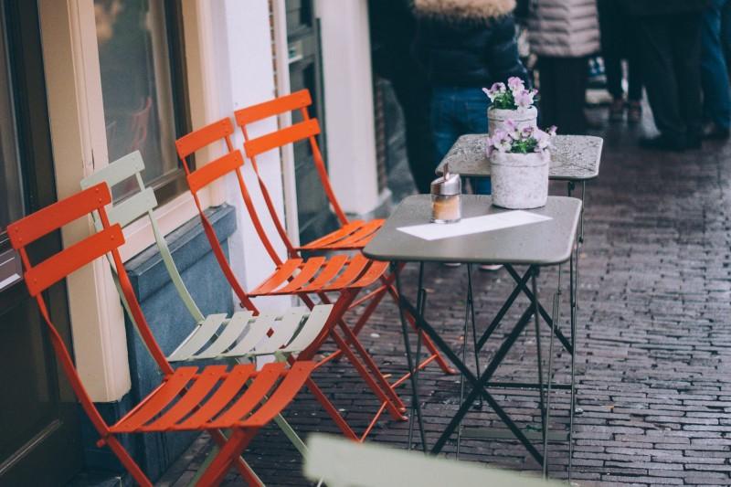 Interiør, eksteriør og udstyr til caféer, restauranter og storkøkkener.